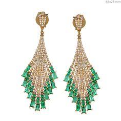 Colombian Emerald Baguettes Diamond gold Earrings #designerjewelry #jewelleryaddict #jaxemrata #jewelryaddict #jewelrymaking #jewelry #italianjewellery #ijl #londonjewellery #dubaijewellery #jckshow #bestselling #hotselling #hot #coolstuff #diamondstuds #solitaire #taylorswift #danbilzerian #selenagomez #kimkardashian #beyonce #beach #bikini #couturecollection #coutureshow #jcklasvegas #miamibeach @instagram #interior #interiordesign