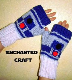 Calling all Star Wars Fans! Check out this hand-designed and hand pknitted Fingerless Gloves! You can see all the wonderful elements that remind you of the 'hero' robot of Star Wars! Where would the 'living heros' be if they didn't have Star Wars Crochet, Crochet Stars, Hand Knitting, Knitting Patterns, Crochet Patterns, Knitting Needles, Crochet Gloves, Knit Crochet, Quick Crochet