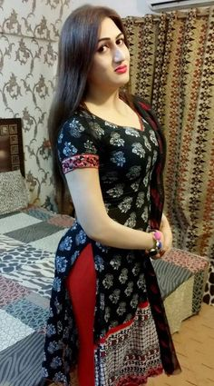 Pakistani hottest aunty pics which are so attractive and have beautiful figure you will never seen before Beautiful Girl Indian, Beautiful Indian Actress, Beautiful Wife, Punjabi Girls, Punjabi Dress, Pakistani Dresses, Indian Dresses, Indian Girls Images, Indian Designer Outfits
