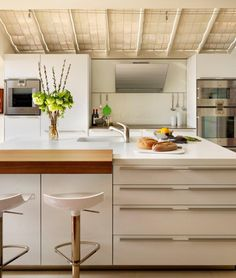bulthaup b3 kitchen in white by hobsons|choice www.bulthaupsf.com #bulthaup #kitchen #design