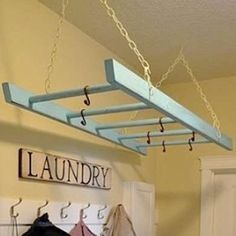 Paint an old ladder for the laundry room - perfect for hanging to de casas interior decorators design and decoration design house design Old Ladder, Hanging Ladder, Ladder Hanger, Hanging Storage, Hanging Pots, Ladder Decor, Small Ladder, Photo Hanging, Vintage Ladder