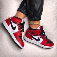 Cute Nike Shoes, Cute Sneakers, Nike Air Shoes, Sneakers Nike, Shoes Jordans, Black Sneakers, Retro Jordans, Winter Sneakers, Cheap Jordans