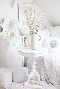 The Cottage Market: Take 5: Wonderful White Decor