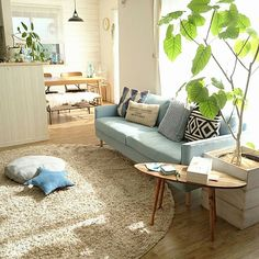 change-your-living-room-decor-on-a-limited-budget-in-six-steps - Thrifty Decor 2 Small Apartment Interior, Room Interior, Interior Design Living Room, Desk In Living Room, Home And Living, Japanese Home Decor, Style Japonais, Living Styles, Simple House