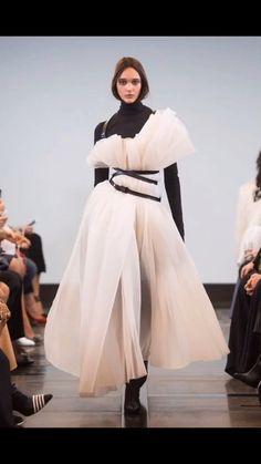 Trend Fashion, Look Fashion, Fashion Details, Fashion Art, Editorial Fashion, Runway Fashion, Fashion Show, Fashion Outfits, Womens Fashion