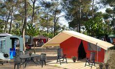 Safaritent huren  De Safaritent van HolidayTent iseen compacte en complete tent die plaats biedt aan 4 personen.