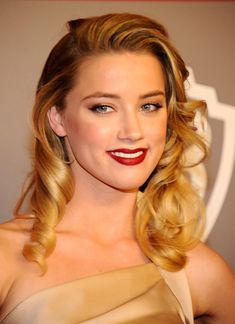 Amber Heard starred as Chenault alongside Johnny Depp in The Rum Diary Amber Heard Photos, Dark Red Lips, Golden Globes, Hollywood Celebrities, My Beauty, Beautiful People, Hairstyle, Model, Salman Rushdie