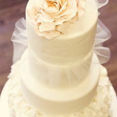 Buttercream Bakeshoppe wedding cake   Natasha Vaughn Photography » Calgary Wedding and Portrait Photographer