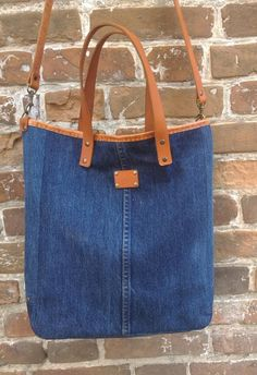 Marvelous Make a Hobo Bag Ideas. All Time Favorite Make a Hobo Bag Ideas. Denim Tote Bags, Denim Purse, Mochila Jeans, Recycled Denim, Fabric Bags, Quilted Bag, Casual Bags, Purses And Bags, Leather