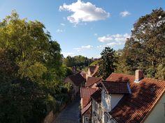 Von der Oberstadt in die Altstadt: Blick über die Dächer und Gassen.