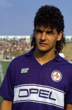 On ne peut pas parler football sans parler coupes de cheveux;-) Roberto Baggio…