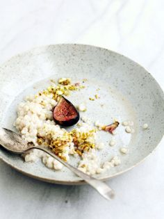 creamy breakfast grains with honey-poached figs and pistachios