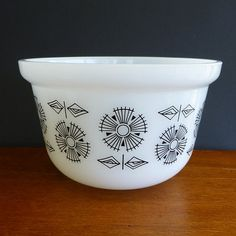 Vintage Crown Pyrex deep casserole dish or mixing bowl (no lid) White with black geometric flower pattern. Retro baking