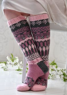 Knit Mittens, Crochet Slippers, Knitting Socks, Hand Knitting, Knit Crochet, Knitting Patterns, Knit Art, Sexy Socks, Fair Isle Knitting