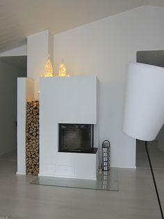 minimalistic all in white Home Fireplace, Modern Fireplace, Fireplaces, Living Room Inspiration, Interior Design Inspiration, Living Styles, Clever Design, Lounge Areas, Cozy House
