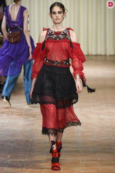 Выбор модного фасона платья