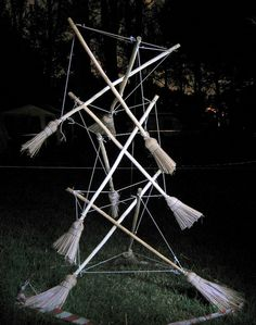strut mast of brooms Bushcraft Camping, Camping Survival, Architecture Office, Ancient Architecture, Exotic Dance, Garden Types, Geodesic Dome, Big Muscles, Modern Buildings