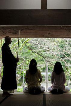 名刹「大寧寺」では、座禅を体験できます。