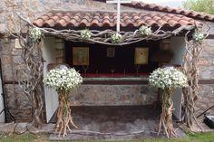 λαμπάδες με λυσίανθο γυψοφίλη και φύλλωμα ελιάς...Δεξίωση | Στολισμός Γάμου | Στολισμός Εκκλησίας | Διακόσμηση Βάπτισης | Στολισμός Βάπτισης | Γάμος σε Νησί & Παραλία Diy Wedding, Wedding Flowers, Wedding Dresses, Gazebo, Outdoor Structures, Aurora, Wood, Bride Dresses, Bridal Gowns