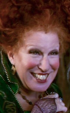 Witch Winifred 'Winnie' Sanderson (Bette Midler) and her sisters return on Halloween Hocus Pocus Cast, Hocus Pocus 1993, Halloween Movies To Watch, Halloween Fun, Halloween Costumes, Homemade Halloween, Movie Costumes, Halloween Decorations, Bette Midler