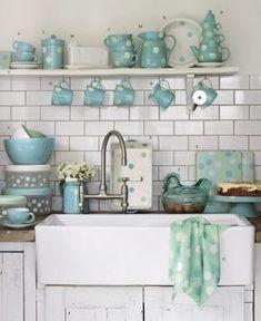 Bello in polka dot celeste e bianco...Farm sink/colors