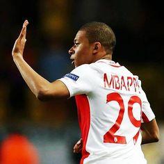 Tiene 18 años y la lleva 21 GOLES en su primer temporada como titular en AS Mónaco. ERES UNA PASADA MBAPPÉ.