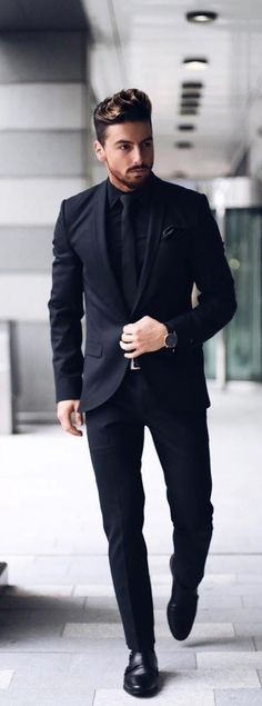 The 5 Basic Suits That You Must Absolutely Own If You Are A Professional Suits are the ultimate style statement for the mature men. Here are 5 basic suits that you must absolutely own if you are a professional. Formal Dresses For Men, Formal Men Outfit, Men Formal, All Black Formal Men, Black Prom Suits For Men, All Black Dress Outfit Men, Winter Formal, Men Dress, Costume Homme 3 Pieces