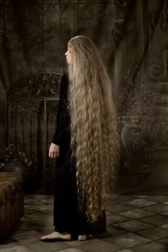 Oh it's so long and beautiful! It's too bad I couldn't have hair like this these days:(