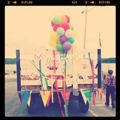 Bunting and baloons but dif car :p