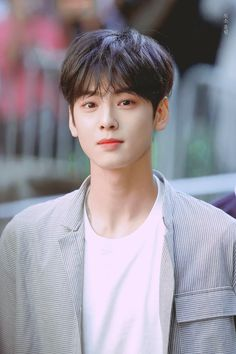 Lee dong min / Cha Eun Woo is so adorable in this picture he has such a great smile comment or repost if you know or think that you fell in love with him because of his smile(meow)😺