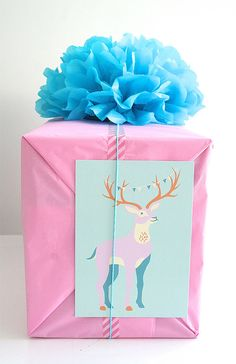 DIY Gift Wrap Ideas: Tissue Paper Pom-Pom and a vintage card Wrapping Gift, Tissue Paper Wrapping, Creative Gift Wrapping, Christmas Gift Wrapping, Creative Gifts, Christmas Gifts, Wrapping Ideas, Christmas Ideas, Christmas Bows