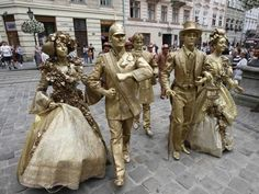 This looks like scenes we saw in Barcelona a few years ago in a huge courtyard. These actors dress up to entertain and stand silently for hours. You can take pix with them.