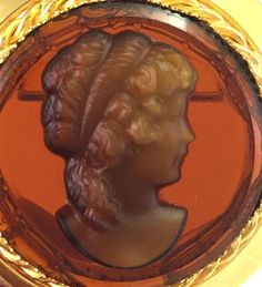 Reversed Carved Brown Glass Cameo Brooch 3D Intaglio Gold Tone Estate Costume Jewelry