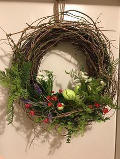 Easter Crochet, Grapevine Wreath, Spring Time, Flower Arrangements, Christmas Wreaths, Gardens, Decorations, Holidays, Holiday Decor