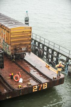Port Authority initiative has reactivated water freight line between New Jersey and New York New York Harbor, Boat Kits, Railroad Photography, Rail Car, Rolling Stock, Model Train Layouts, Train Tracks, Model Ships, Model Trains