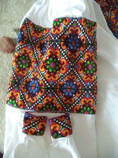 Гуцульщина Embroidery Patterns, Hand Embroidery, Cross Stitch Patterns, Folk Fashion, Womens Fashion, Lace Art, Knitting Videos, Folk Costume, Cross Stitching