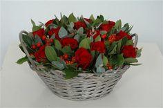 Flower arrangement with roses #Floral #Arrangement