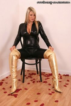 Busty demi scott in tight corset foto 227