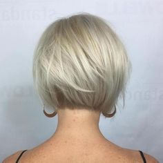70 Cute and Easy-To-Style Short Layered Hairstyles Nape-Length Textured Platinum Bob Popular Short Hairstyles, Bob Hairstyles For Fine Hair, Hairstyles Over 50, Short Bob Haircuts, Cool Hairstyles, Layered Hairstyles, Hairdos, Blonde Bob Hairstyles, Hairstyles Haircuts