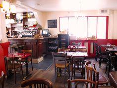Au Passage Bar and resto empty