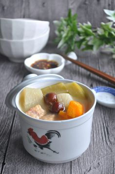 Three Carrots Pork Ribs Soup 三萝卜排骨汤 - Eat What Tonight Chinese Soup Recipes, Healthy Soup Recipes, Healthy Food, Abc Soup, Herb Soup, Bowl Of Soup, Soup Dish, Asian Soup, Beef And Noodles