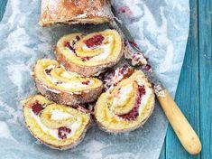 Den här gjorde min farmor ofta, men med grädde och mandariner på burk.När jag kom hem från skolan fick jag slicka skålen. Jag var egentligen merintresserad av kaksmeten och grädden än själva rulltårtan! Men även jagväxte upp och nu tänker jag ofta på den goda rulltårtan – lätt att göra ochrolig att variera. Prova att skippa citronskalet i krämen och pudra över litekakao i stället. /Tina Kitchen Stories, Banana Cream, Fika, Scones, Doughnut, Tart, Sushi, Cheesecake, Muffin