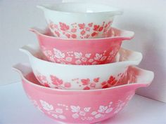 Vintage Pink Pyrex Cinderella Mixing Bowls -Pink and White Gooseberry Pattern - Very Nice set of 4 by flyingdollar on Etsy Vintage Dishes, Vintage Glassware, Vintage Pyrex, Vintage Kitchenware, Fenton Glassware, Antique Dishes, Vintage Bowls, Fisher Price, Kitsch
