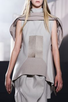 See detail photos for Rick Owens Fall 2015 Ready-to-Wear collection.