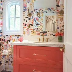 New Bathroom Wallpaper Modern Paper 44 Ideas Eclectic Bathroom, Bathroom Red, Chic Bathrooms, Bathroom Colors, Amazing Bathrooms, Small Bathroom, Bathroom Ideas, Colorful Bathroom, Retro Bathrooms