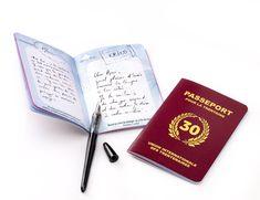 """Livre d'or anniversaire de 30 ans : découvrez le """"passeport pour la trentaine"""" qui permet aux invités de laisser leur trace dans ce petit carnet original"""
