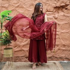 Fancy Dress Design, Stylish Dress Designs, Designs For Dresses, Indian Fashion Dresses, Indian Gowns Dresses, Dress Indian Style, Designer Party Wear Dresses, Kurti Designs Party Wear, Pakistani Dress Design