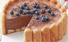 Voici l'une des recettes des plus adorée de par le monde, la Charlotte au chocolat avec Thermomix. Comme à l'accoutumé, cette version est rapide et simple à réaliser, et le résultat est un délice.