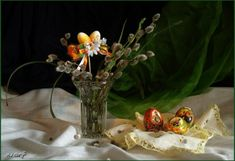 HÚSVÉT Glass Vase, Easter, Table Decorations, Home Decor, Decoration Home, Room Decor, Easter Activities, Home Interior Design, Dinner Table Decorations