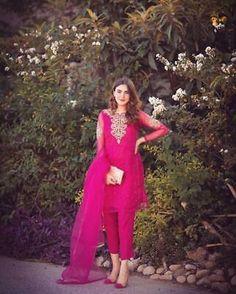 Pakistani Fashion Party Wear, Pakistani Dresses Casual, Pakistani Dress Design, Indian Fashion, Women's Fashion, Dress Indian Style, Indian Dresses, Indian Wear, Party Wear Dresses